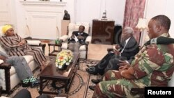 FILE: President Robert Mugabe, center, in a meeting with the ZDF Commander General Constantino Chiwenga, South African Minister of Defense Nosiviwe Mapisa-Nqakula (in yellow head wear), Zimbabwe Defense Minister Dr Sydney Sekeramayi and Zimbabwe State Security