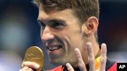 Vận động viên bơi kỳ cựu của đội tuyển Mỹ Michael Phelps giành huy chương vàng cá nhân nam ở nội dung thi đấu 200m hỗn hợp tại Thế vận hội Mùa hè Rio, ngày 11 tháng 8 năm 2016.