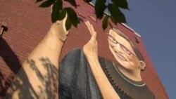 Гигантский портрет Рут Гинзбург как символ борьбы за права женщин