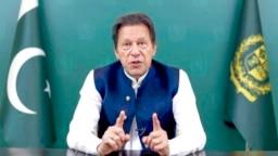 Imran Khan, perdana menteri Pakistan, berbicara dari jarak jauh kepada Majelis Umum PBB dalam pesan yang direkam sebelumnya, 24 September 2021, di markas besar PBB. (Foto: AP)