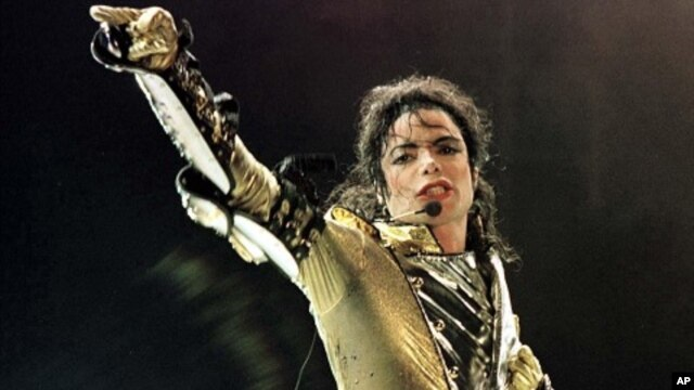 U.S. popstar Michael Jackson performing during a concert in Vienna (file photo)