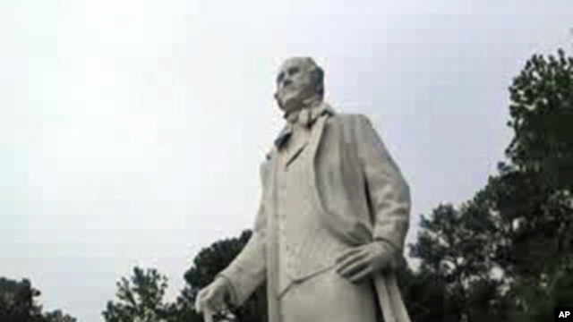 A concrete and fiberglass depiction of 'Big Sam' Sam Houston stands more than 20 meters tall on display in Huntsville, Texas. The statue is considered the largest statue of any American hero.