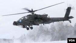 ამერიკული AH-64D Apache ჰოჰენფელსის ბაზაზე
