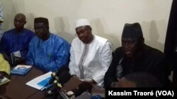 Un accord a été trouvé pour stopper la grève des syndicats de la santé, à Bamako, Mali, le 16 avril 2017. (VOA/Kassim Traoré)