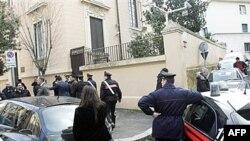 Bộ trưởng Nội vụ Ý Roberto Maroni nói rằng các vụ nổ bom có thể có liên quan đến các nhóm ông gọi là các nhóm vô chính phủ 'rất bạo động' ở Tây Ban Nha và Hy Lạp.