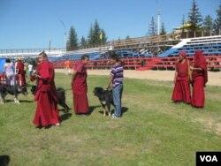 俄罗斯布里亚特共和国首府乌兰乌德郊外一家佛教寺庙中的喇嘛。