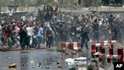 درگیری معترضان و پلیس دست کم چهار کشته بر جای گذاشت.