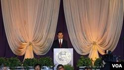 Presiden Hu Jintao memberikan sambutan pada acara makan malam di kota Chicago, Illinois, Kamis malam (20/1).