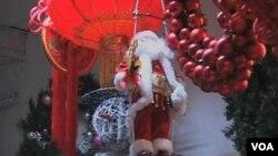 China restringe las celebraciones religiosas de Navidad, aunque avanzan las celebraciones de estilo comercial.