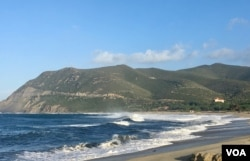 Ostriconi beach in Corsica, usually packed in the summer. (Lisa Bryant/VOA)