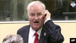 Mantan panglima militer Serbia Ratko Mladic berteriak-teriak marah saat dinyatakan bersalah atas kejahatan genosida hari Rabu (22/11).