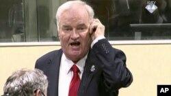 Ratko Mladic, l'ancien chef militaire des Serbes de Bosnie, lors de son procès devant la CPI, le 22 novembre 2017.