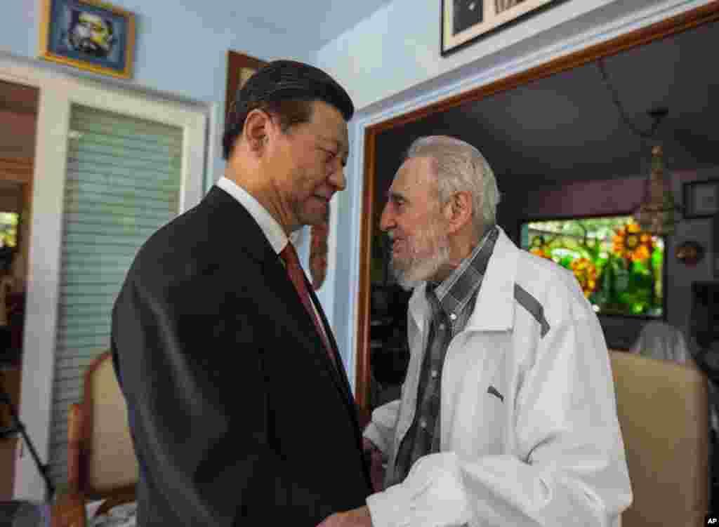 2014年7月22日,卡斯特羅在哈瓦那迎接中國國家主席習近平