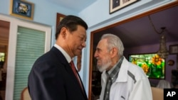 Perezida Xi Jinping wu Ubushinwa arikumwe na Fidel Castro