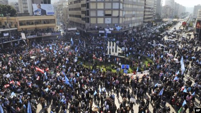 Demonstrators carry flags during a 'day of rage' to protest at a major square in the northern port city of Tripoli, Lebanon, January 25, 2011