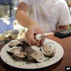 Ustritsalar Luiziana restoranlarida taklif etiladigan asosiy taomlardan edi
