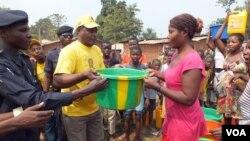 Abel Chivukuvuku, presidente da CASA-CE, em campanha em Saurimo (CASA-CE)
