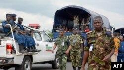 Sojojin Burundi suna rakiyar 'yan adawan Burundi da suka cafko daga kasar Dimokradiyar Congo