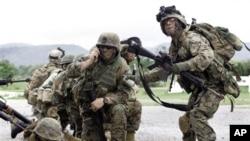 """Militer AS mengadakan latihan militer multi nasional """"Cobra Gold"""" setiap tahunnya di Thailand. Tahun ini untuk pertama kalinya Birma ikut dalam pelatihan ini."""