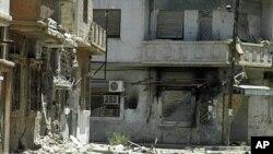 폭격으로 폐허가 된 홈스 시 근교 도시.