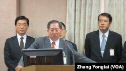 台湾国安局长蔡得胜9月30号于立法院接受质询(美国之音张永泰拍摄)