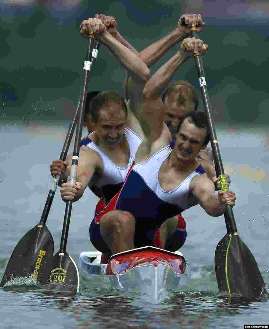 កីឡាករ Kirill Shamshurin កីឡាករ Viktor Melantyev កីឡាករ Rasul Ishmukhamedov និងកីឡាករ Vladislav Chebotar របស់រុស្ស៊ីដែលជាម្ចាស់មេដាយមាស ធ្វើការប្រកួត ក្នុងវគ្គផ្តាច់ព្រ័ត្រ C-4 ក្នុងចម្ងាយ១.០០០ម៉ែត្រ ក្នុងវិញ្ញាសារបុរស សម្រាប់ជើងឯក Canoe Sprint European Championships នៅក្នុងក្រុងមូស្គូ ប្រទេសរុស្ស៊ី កាលពីថ្ងៃទី២៥ ខែមិថុនា ឆ្នាំ២០១៦។