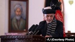 آقای غنی گفت که اگر طالبان پیام مذاکرات صلح را نپذیرفتند جنبش ملی بر ضد کسانی که اسلحه برداشته اند، راه اندازی خواهد شد