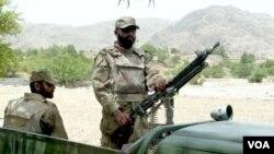 Tentara Pakistan siaga di wilayah kesukuan Mohmand, dekat perbatasan dengan Afghanistan.