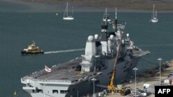Kế hoạch cắt giảm 8% chi tiêu quốc phòng cũng được đưa ra, trong đó bao gồm việc loại bỏ hàng không mẫu hạm của Hải quân Hoàng gia cùng với phi đội các phản lực cơ chiến đấu Harrier