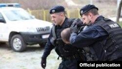 Arhiva - Pripadnici specijalnih jedinica kosovske policije u akciji, 29. juna 2018.