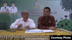 Ketua Pelaksana Gugus Tugas Penanganan Covid-19 Provinsi Sumut, Riadil Akhir Lubis (kiri), dan Kepala Dinas Kesehatan (Dinkes) Sumut, Alwi Mujahit Hasibuan (kanan). Kamis 19 Maret 2020. (Courtesy: Humas Sumut).