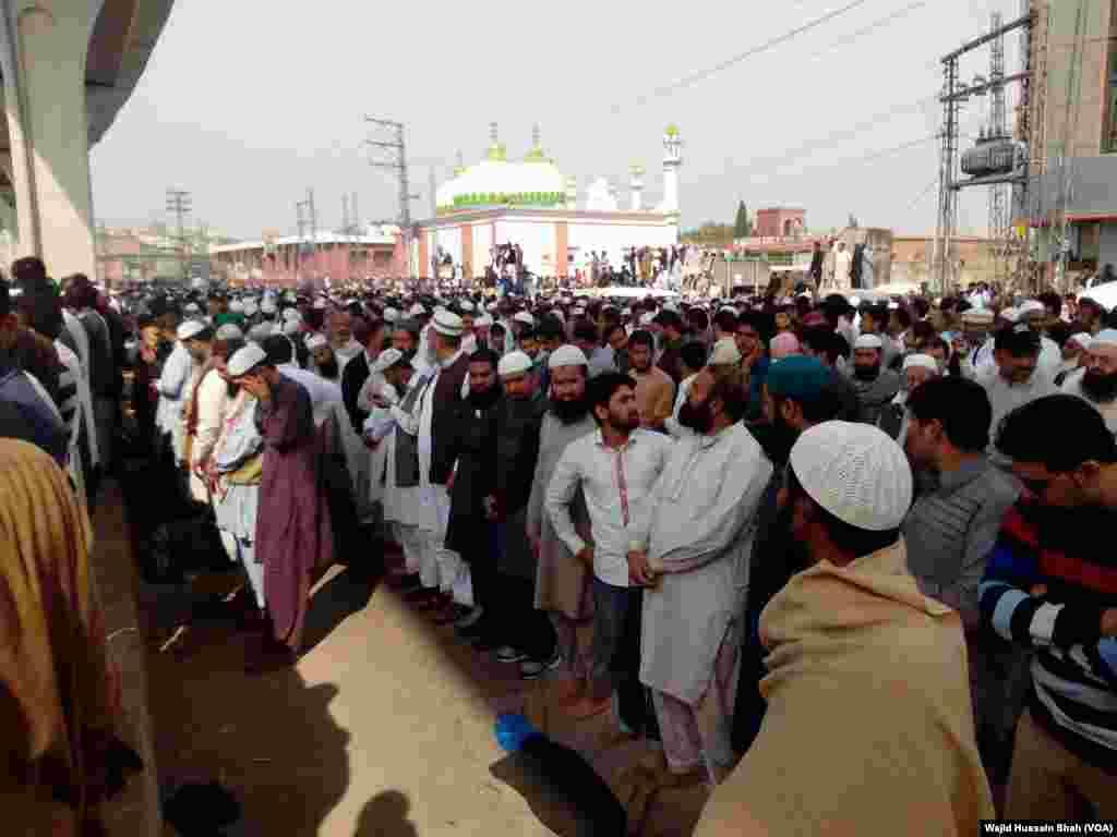 ایلیٹ پولیس کے سابق اہلکار ممتاز قادری کو پیر کی صبح راولپنڈی کی اڈیالہ جیل میں پھانسی دی گئی تھی۔