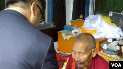 Ambassador Gary Locke with a Tibetan monk in Ngaba