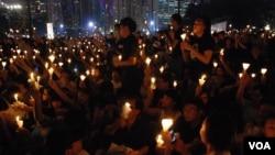 超過18萬人參加香港維園悼念六四23周年燭光晚會