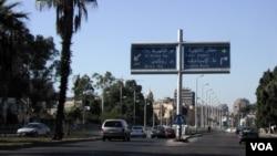 Jalan menuju bandar udara internasional Kairo, Mesir.