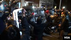 Keputusan dewan juri membebaskan polisi kulit putih dari dakwaan telah menyulut kerusuhan dan penjarahan di Ferguson, Missouri, AS (25/11).