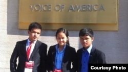 Cambodian Students from Ratanakkiri attended the 2015 SEAYLP in front of Voice of America