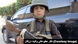 وصیل احمد کودک ۱۰ سالۀ افغان برضد طالبان می جنگید.