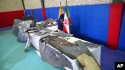 Những gì còn lại của thứ mà sư đoàn không gian của Vệ binh cách mạng Iran mô tả là drone bị bắn rơi của Mỹ, được trưng bày ở Tehran, Iran, ngày 21 tháng 6, 2019.