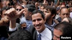 Prezidan Pwovizwa Venezuela a, Juan Guaido, yon ti moman anvan li te bay konferans pou laprès sou sitiyasyon an nan peyi a.