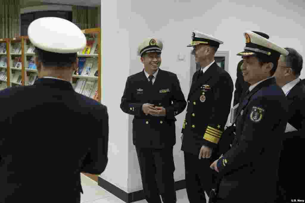 2019年1月15日美国海军作战部长(CNO)理查森上将访问南京的中国海军指挥学院,和中方交流。他在圆桌讨论中强调了全球合法安全行动的重要性。
