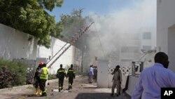 20일 소말리아 수도 모가디슈의 한 호텔에서 발생한 폭탄 테러 현장.