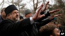 Warga etnis Tatar di Krimea, yang mayoritas adalah Muslim, melakukan unjuk rasa di ibukota Krimea, Simferopol (foto: dok). Rusia menganeksasi Krimea dari Ukraina.
