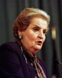 برخی معتقدند خانم آلبرایت با عذرخواهی در مورد ۲۸ مرداد نقش مهمی برای نزدیکی دو دولت داشت که بدون واکنش ایران مواجه شد