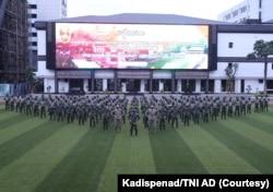 Tentara berbaris di depan Mabes TNI AD. (Foto: Courtesy/Kadispenad/TNI AD)