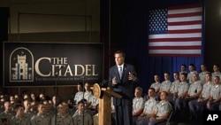 共和党总统参选人罗姆尼10月7日在南卡罗来纳州要塞军事学院发表外交政策演说时