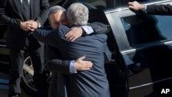 Чак Хейгел приветствует Эхуда Барака в Пентагоне. США. 5 марта 2013 г.