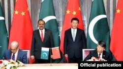 2014年5月,中国国家主席习近平访问巴基斯坦。图为习近平与巴基斯坦总统侯赛因出席两国签约仪式。(资料照)