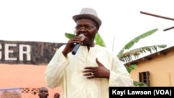 Agbéyomé Kodjo, lors d'un meeting à Agbodrafo, le 20 février 2020. (VOA/Kayi Lawson)