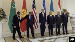 C5+1 deb nomlangan yangi formatdagi muloqot bo'yicha deklaratsiya Samarqandda AQSh bosh diplomati, mintaqaning besh davlati tashqi ishlar vazirlari tomonidan o'tgan noyabr oyida imzolangan edi
